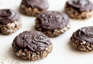 No Bake Dark Chocolate Salted Caramel Oatmeal Cookies